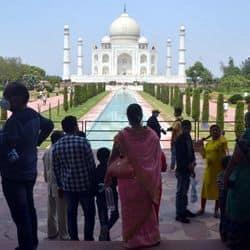 महामारी एक्ट का उल्लघंन के कारण ताजमहल को फिर से पर्यटकों के लिए बंद किया जा सकता है.(फाइल फोटो)