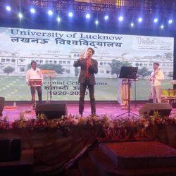 लखनऊ यूनिवर्सिटी में मशहूर कवि कुमार विश्वास ने बांधा समां, देखने उमड़ी छात्रों की भीड़