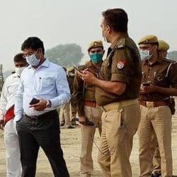 पीएम मोदी के आगमन को लेकर सुरक्षा व्यवस्था को जांचते अधिकारी