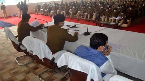 देव दिवाली पर पीएम नरेन्द्र मोदी वाराणसी दौरे में सुरक्षा को लेकर मीटिंग करते डीएम-एसएसपी.