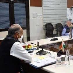 वीडियो कांफ्रेंसिंग के जरिए बैठक करते मुख्यमंत्री अशोक गहलोत
