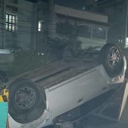 मोतीझील इलाके में एक अनियंत्रित कार के डिवाइडर से टकराने की खबर सामने आई है