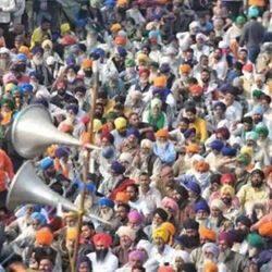 सिंघु बॉर्डर पर कृषि कानूनों के खिलाफ होते किसान आंदोलन की एक झलक