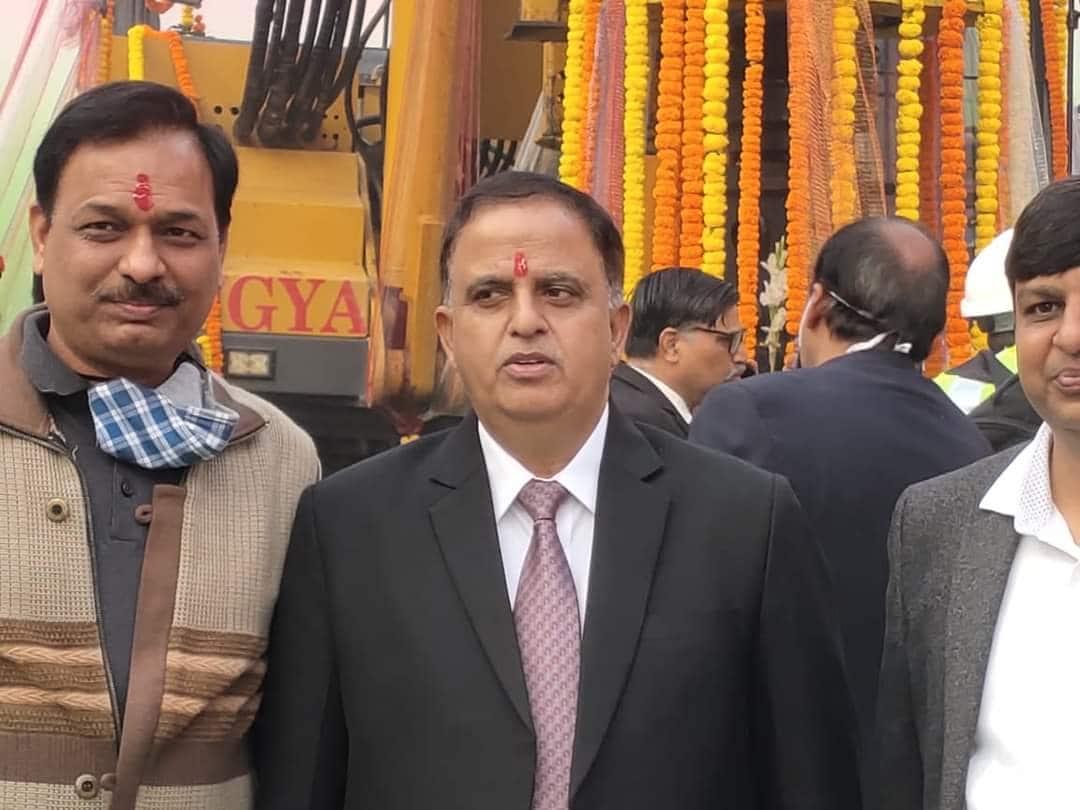 यूपीएमआरसी के एमडी कुमार केशव ने ताज ईस्ट गेट मेट्रो पर भूमि पूजन किया.