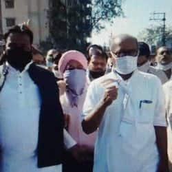 इंदौर में किसानों के समर्थन में केंद्र सरकार का विरोध करते कांग्रेस नेता दिग्विजय सिंह