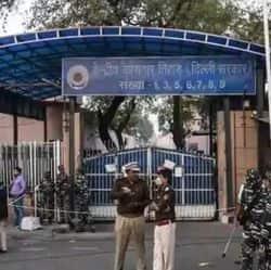 बालिका गृह कांड के एक आरोपी रामानुज ठाकुर की मौत हो गई है