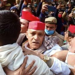 किसान आंदोलन के समर्थन को लेकर सपाईयों और पुलिस में भिड़ंत.