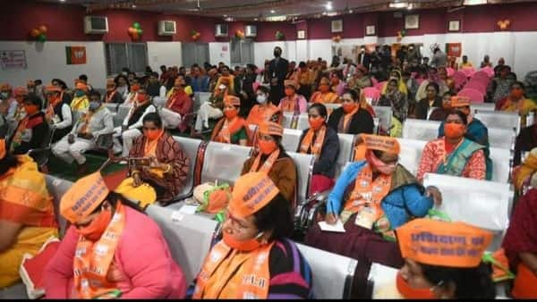 प्रशिक्षण सत्र में बड़ी संख्या में महिला कार्यकर्ता भी शामिल हुई