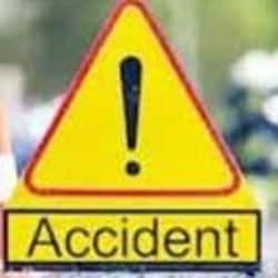 राजस्थान से नेपाल जा रहे यात्रियों का टेंपो ट्रेवलर फतेहपुर सीकरी में हाईवे पर खड़े ट्रक से टकरा गया