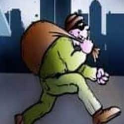 टीवी केबल ऑपरेटर गए न्यू ईयर पार्टी मनाने चोरों ने कि जेवर समेत 35 लाख की चोरी