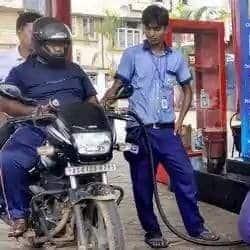 झारखंड के रांची, बोकारो, धनबाद और जमशेदपुर में आज पेट्रोल और डीजल के दाम बढ़े हैं.(फाइल फोटो)