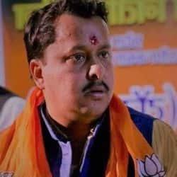 इंडिगो के मैनेजर रुपेश कुमार सिंह की बाइक सवारों ने मंगलवार को दिनदहाड़े गोली मारकर हत्या कर दी.