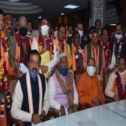 12 सीटों पर हुए चुनाव में बीजेपी के 10 और सपा के 2 उम्मीदवार निर्विरोध जीते.