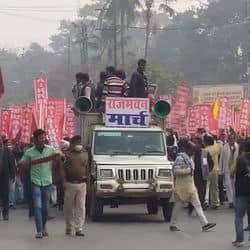 किसान आंदोलनकारियों का राजभवन मार्च.