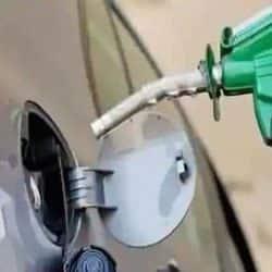 लखनऊ, कानपुर, वाराणसी, मेरठ, आगरा, गोरखपुर और प्रयागराज में पेट्रोल और डीजल का रेट. ( फाइल फोटो )
