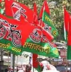 आधा दर्जन सपा नेताओं को पुलिस ने उनके घर में ही नजरबंद कर लिया है.