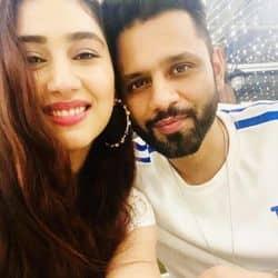Bigg Boss 14:राहुल वैद्य की गर्लफ्रेंड दिशा परमार की घर में हुई एंट्री, देखें वीडियो