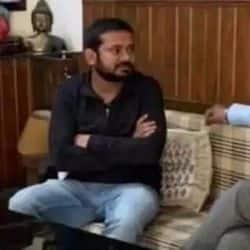 मंत्री अशोक चौधरी से मुलाकात करते सीपीआई नेता कन्हैया कुमार