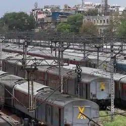 रेलवे प्रशासन ने प्रयागराज संगम-लखनऊ एक्सप्रेस समेत इस आठ ट्रेनों को बंद करने के आदेश जारी किये हैं.
