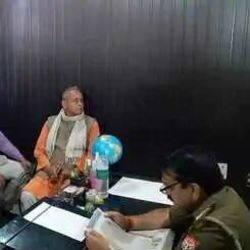 आरोपी के खिलाफ थानाध्यक्ष से कार्रवाई की मांग करते बजरंग दल के कार्यकर्ता