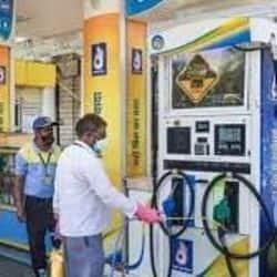 लखनऊ, कानपुर, वाराणसी, मेरठ, आगरा, गोरखपुर और प्रयागराज में पेट्रोल और डीजल का रेट.( फाइल फोटो )