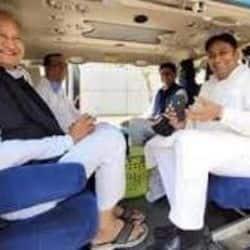 कम हो रही दूरियां, डेढ़ साल बाद एक साथ नजर आए CM अशोक गहलोत और सचिन पायलट