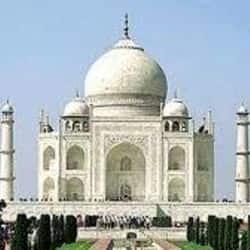 महाशिवरात्रि के मौके पर ताजमहल में पूजा करने पहुंचे लोग.( सांकेतिक फोटो )
