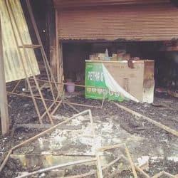 ताजमहल के पास मार्किट में आग लगने से कई दुकान राख.