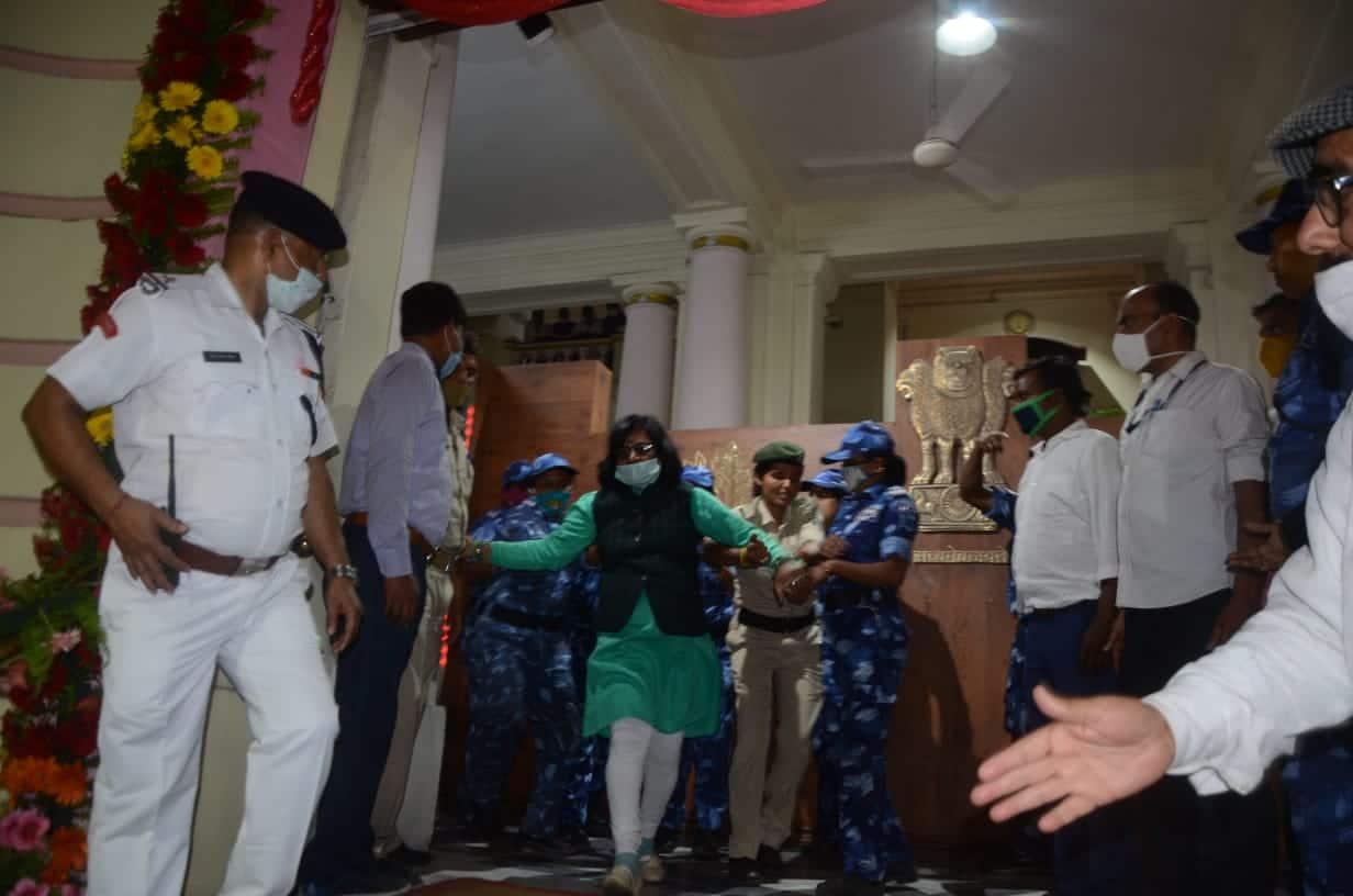 विशेष सशस्त्र पुलिस विधेयक2021के खिलाफ विपक्ष ने जमकर किया. हंगामे की वजह से सदन को कई बार स्थगित करना पड़ा.