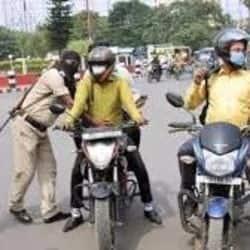 अब बाइक पर पीछे बैठने वाले भी लगा ले हेलमेट वरना पटना पुलिस करेगी मोटा चालान (प्रतीकात्मक तस्वीर)