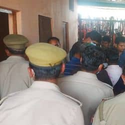 ऑपरेशन से डिलीवरी के बाद महिला की मौत, परिजनों ने काटा बवाल, पुलिस तैनात