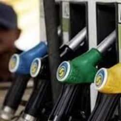 लखनऊ, वाराणसी, मेरठ, आगरा, कानपुर, प्रयागराज और गोरखपुर में आज पेट्रोल और डीजल का रेट. ( फाइल फोटो )