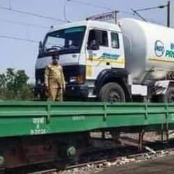 ऑक्सीजन एक्सप्रेस के लिए रेलवे ने ग्रीन कॉरिडॉर रूट तैयार किया है.