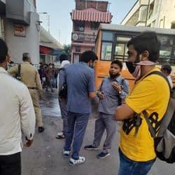 मुसीबत में प्रवासी, लखनऊ में ड्राइवरों और कंडक्टरों ने बस चलाने से किया इंकार