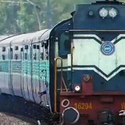 ट्रेन के सामने कूदकर सिपाही ने किया आत्महत्या. (प्रतीकात्मक फोटो)