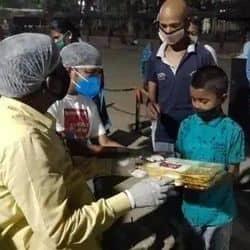 वीआईपी अध्यक्ष मुकेश सहनी ने अस्पतालों में कोरोना मरीजों को खाना भिजवाने की घोषणा की है.