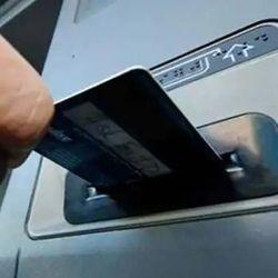 चोरों ने एटीएम से जालसाजी करके बीस लाख रुपए गायब किए. (प्रतीकात्मक फोटो)
