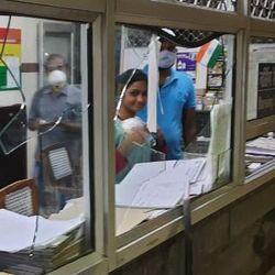 बुजुर्ग की मौत के बाद लोहिया संस्थान के इमरजेंसी वार्ड में तोड़फोड़. (फाइल फोटो)