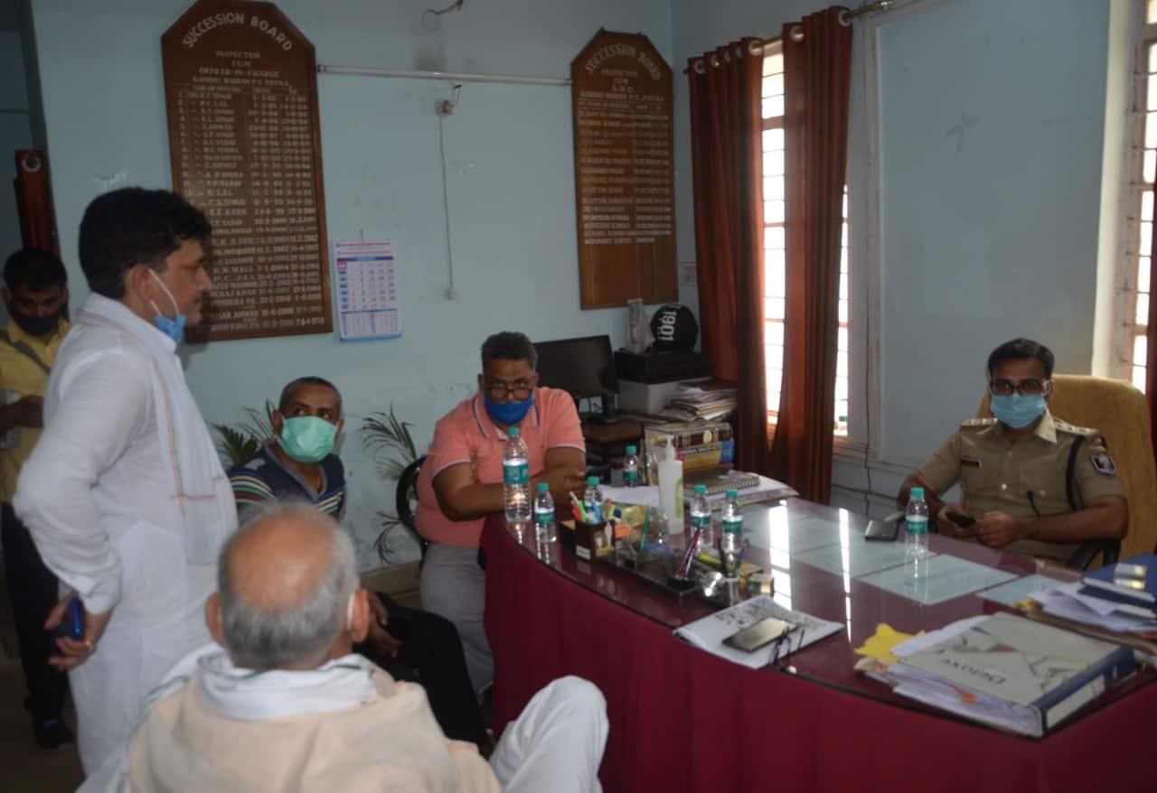 गिरफ्तारी के बाद जाप प्रमुख पप्पू यादव गांधी मैदान थाने में।