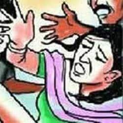 आगरा में महिला पार्षद और अस्पताल संचालक के बीच सोमवार रात जमकर विवाद हो गया.