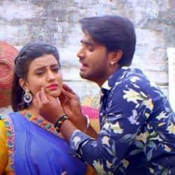 Akshara Singh Pradeep Pandey Chintu Song Tasli Me Hamra Se Banega Na Bhat Jee