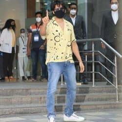 हिंदुजा हॉस्पिटल के बाहर नजर आए कार्तिक आर्यन, कहा- 'एंटीबॉडीज लोड कर रहा हूं'