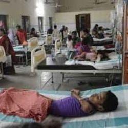 कानपुर में बुखार के बढ़ते मामलों के बीच डीएम ने हैलट अस्पताल का औचक निरक्षण किया.