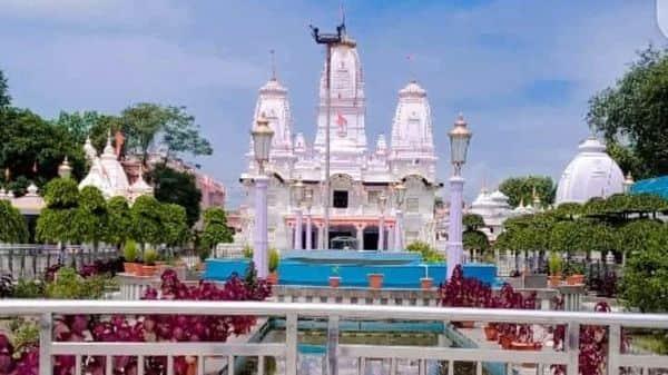उत्तर प्रदेश मुख्यमंत्री योगी आदित्यनाथ के गोरखपुर स्थित गोरखनाथ मंदिर की स्थापना बाबा गोरखनाथ के समाधि स्थल पर हुआ है. जिसके वर्तमान महंत सीएम योगी आदित्यनाथ है. योगेश्वर गोरखनाथ के पुण्य स्थल के कारण ही गोरखपुर का नाम पड़ा. जहां पर दूर-दूर से लोग बाबा गोरखनाथ का दर्शन करने आते है.