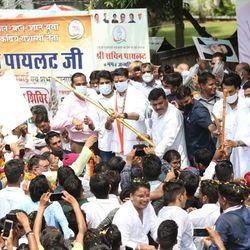 जयपुर में आज कांग्रेस कार्यकर्ताओं ने पूर्व उप मुख्यमंत्री सचिन पायलट का 44वां जन्मदिन मनाया.