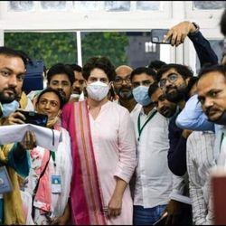 यूपी विधानसभा चुनाव के लिए कांग्रेस ने 40 से ज्यादा नाम किये तय. (फोटो साभार प्रियंका गांधी फेसबुक)