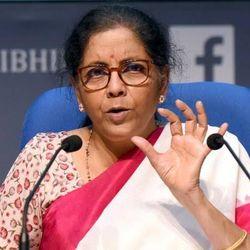 वित्त मंत्री निर्मला सीतारमण का फैसला जीएसटी के दायरे में नहीं आएंगे पेट्रोल-डीजल. (फाइल फोटो)