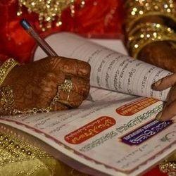 ऑल इंडिया मुस्लिम पर्सनल लॉ बोर्ड मंगनी, चौथी, जूता चुराई आदि को बंद करने के लिए मुहिम चलाएगा. (फाइल फोटो)