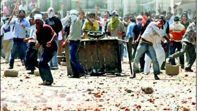 Stone Pelters in Jammu and Kashmir (FIle Photo)