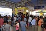 जमालपुर की घोषणा कर गया के लिए खुली ट्रेन, यात्रियों ने किया हंगामा